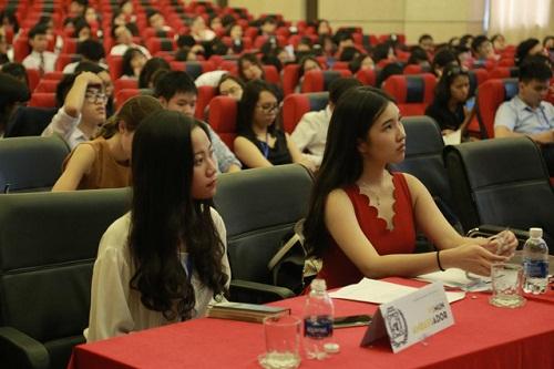 Nếu học được Ngoại ngữ thì vào Đại học Quốc gia Hà Nội không hề khó