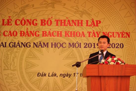 Ông TS Bùi Văn Tự - Chủ tịch HĐQT lên phát biểu